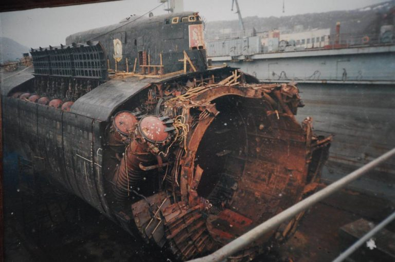 может фото тел моряков поднятых с курска след старый
